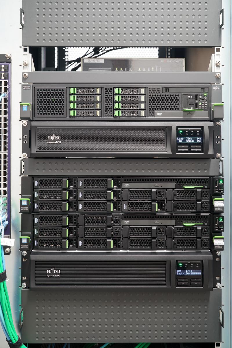 PRIMERGYサーバー